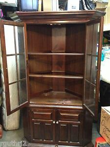 Ethan Allen Antiqued Pine Old Tavern Corner China Cabinet
