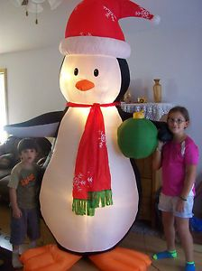 2007 Gemmy Airblown Inflatable 8ft Penguin Holding Christmas Ornament Yard Decor