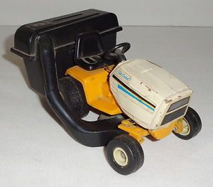 1 16 Scale Models International Cub Cadet Farm Toy Tractor Lawn Mower Bank