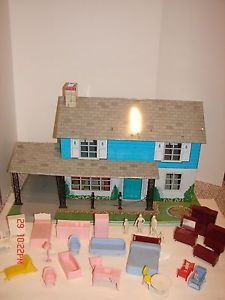 Vintage Marx Tin Metal Doll House Toy Many Furniture Pieces Family Car Port RARE
