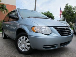 05 Chrysler Town Country Touring Heated Leather Seats 3rd Row Low Miles