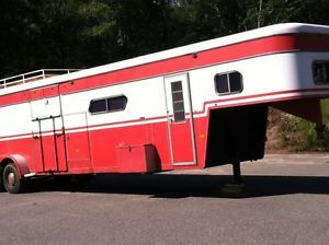 Turnbow Gooseneck 36' 5 Horse Trailer