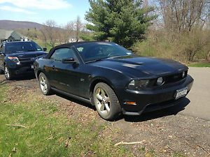 "2005 Ford Mustang GT 18"" Polished Aluminum Wheels and Snow Tires"