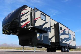 5th Wheel Toy Hauler Brand New Garage 2 Bathrooms