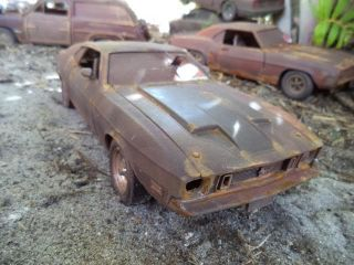 1 18 1973 Ford Mustang Mach 1 Unrestored Junker Diorama Barnyard Dog Demolition