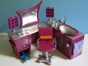 Bratz Stylin Salon N' Spa Vanity Chair Mirror Beauty Shop Playset w Accessory