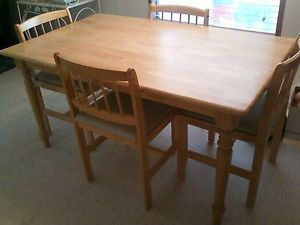 Butcher Block Style Oblong Dining Room Table w Four Chairs