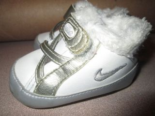 Infant Baby Girl Nike Faux Fur Lining Silver White Soft Sole Crib Shoes Size 1c