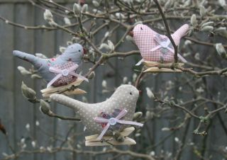 Vintage Chic Style Shabby Fabric Bird Pegs Tree Decorations Easter Paper Dresser