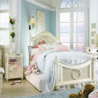 Lea Emma's Treasure Kids Wood Poster Bed 4 Piece Bedroom Set in Vintage White   606 POSTB PKG4