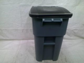 Rubbermaid Commercial Brute HDPE 50 Gallon Rollout Trash Can with Lid