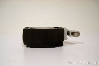 Fuji Electric Compact Limit Switch Al SK11 PL2P 1