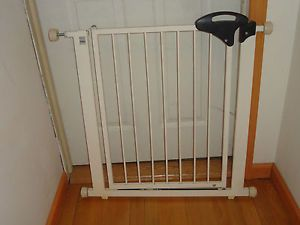 "Metal Safety Swing Gate Home Office Pet Baby Safe 29 33"" Opening White 57010"