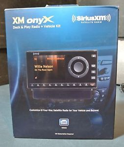 Audiovox BXDNX1V1 Sirius XM Onyx Dock Play Radio   Works with Car FM Radio, Full Color