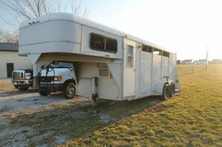 1997 3 Horse Slant Delta with LQ Started Great Starter Trailer for Camping Or