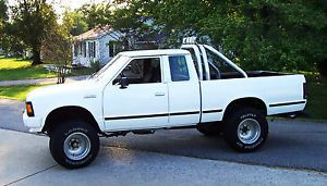 Classic Vintage 1986 Nissan 4x4 720 4 Wheel Drive Pickup Truck Z24 MPG Offroad
