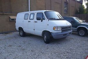 1996 Dodge RAM Van 1500 V6 Automatic for Parts Runs and Lot Drives Bad Frame