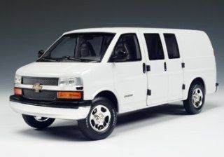 Chevrolet Express Van White Diecast Model Car 1/25 Toys & Games