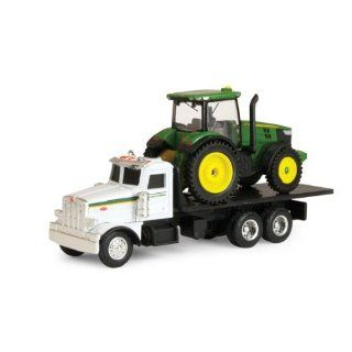 Ertl John Deere Peterbilt Model 367 with Tractor 164 Scale Toys & Games